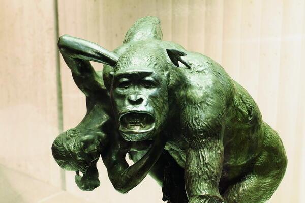 Affenskulptur im Neanderthal Museum