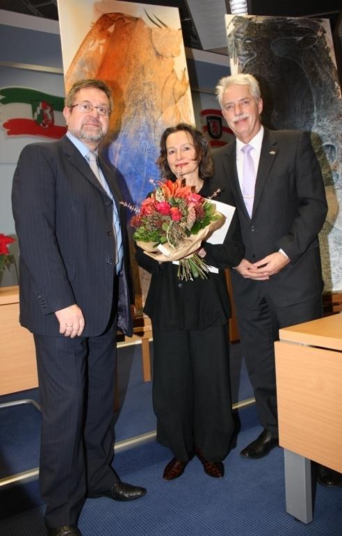 Hildens Bürgermeister Horst Thiele, Kulturpreisträgerin Katharina Gun Oehlert, Landrat Thomas Hendele